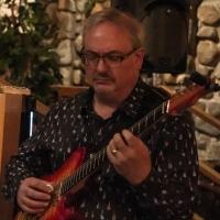 Tom Hynes, guitar