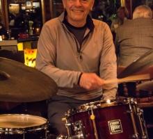 Tom-Wahlrobe,-drums