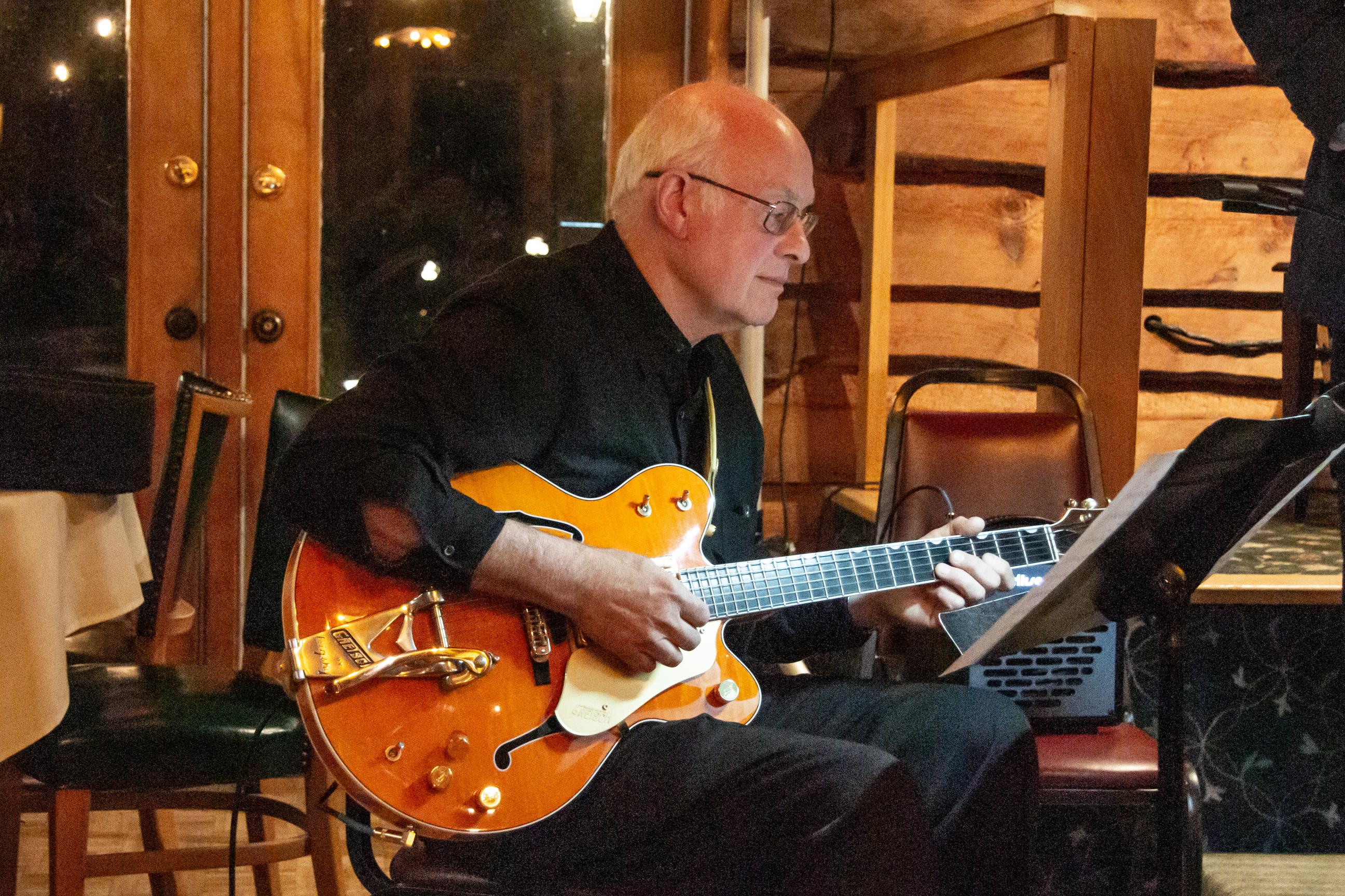 Dick Hinson, guitar